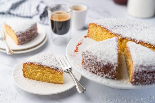 Coco Jam bo Cake 14 | Kuchen, Torte und Erdbeeren, darauf freue ich mich immer wie ein kleines Kind! Ihr auch? Irgendwie lieben wir beide aromatische Erdbeeren in allen Formen und daher sind sie natürlich auch zum Backen die perfekten Begleiter. Allerdings backen wir heute gar nicht so richtig, denn unsere Erdbeer-Tiramisu Torte benötigt gar keinen Ofen! Unsere Kenwood Cooking Chef XL und einen Kühlschrank ...mehr braucht es nicht zu diesem himmlischen Genuss.