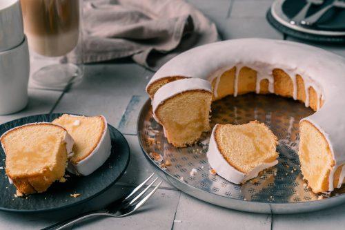 Rezept für Buttermilchkuchen. Schneller Rührkuchen ohne Backpulver.