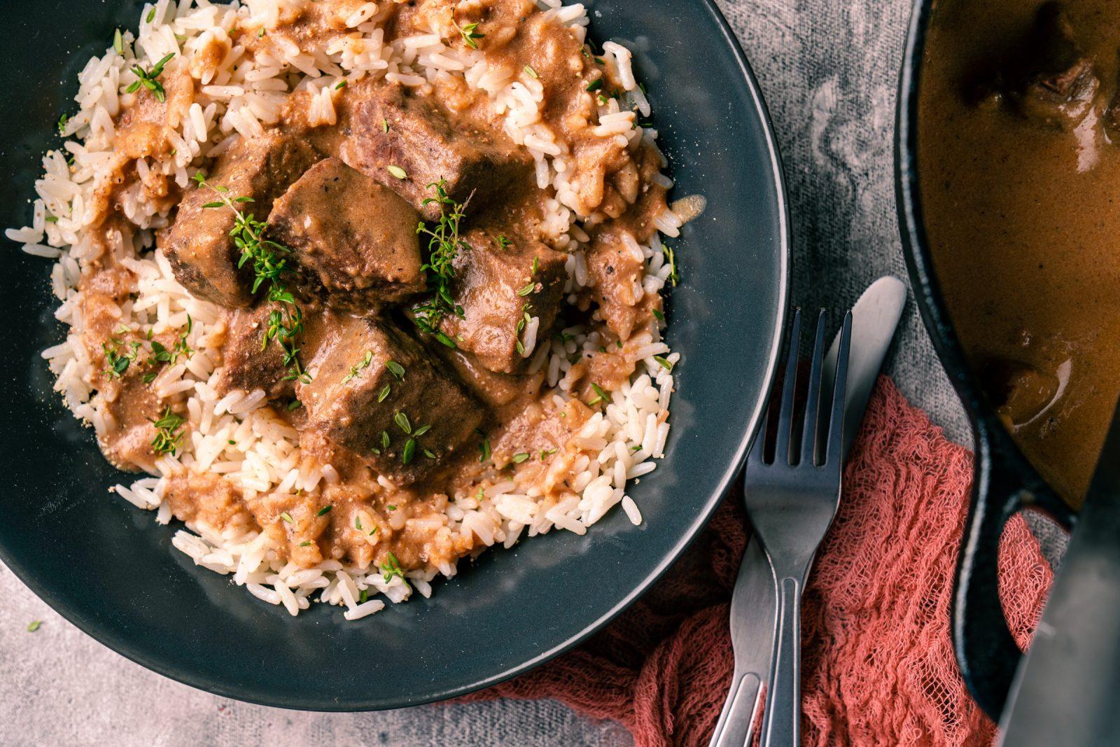 Rezept für Sauerbratengulasch vom Eifelrind. Die besten Soulfood-Gerichte aus der Kindheit in einem vereint. Gulasch und Sauerbarten. Einfach perfekt.