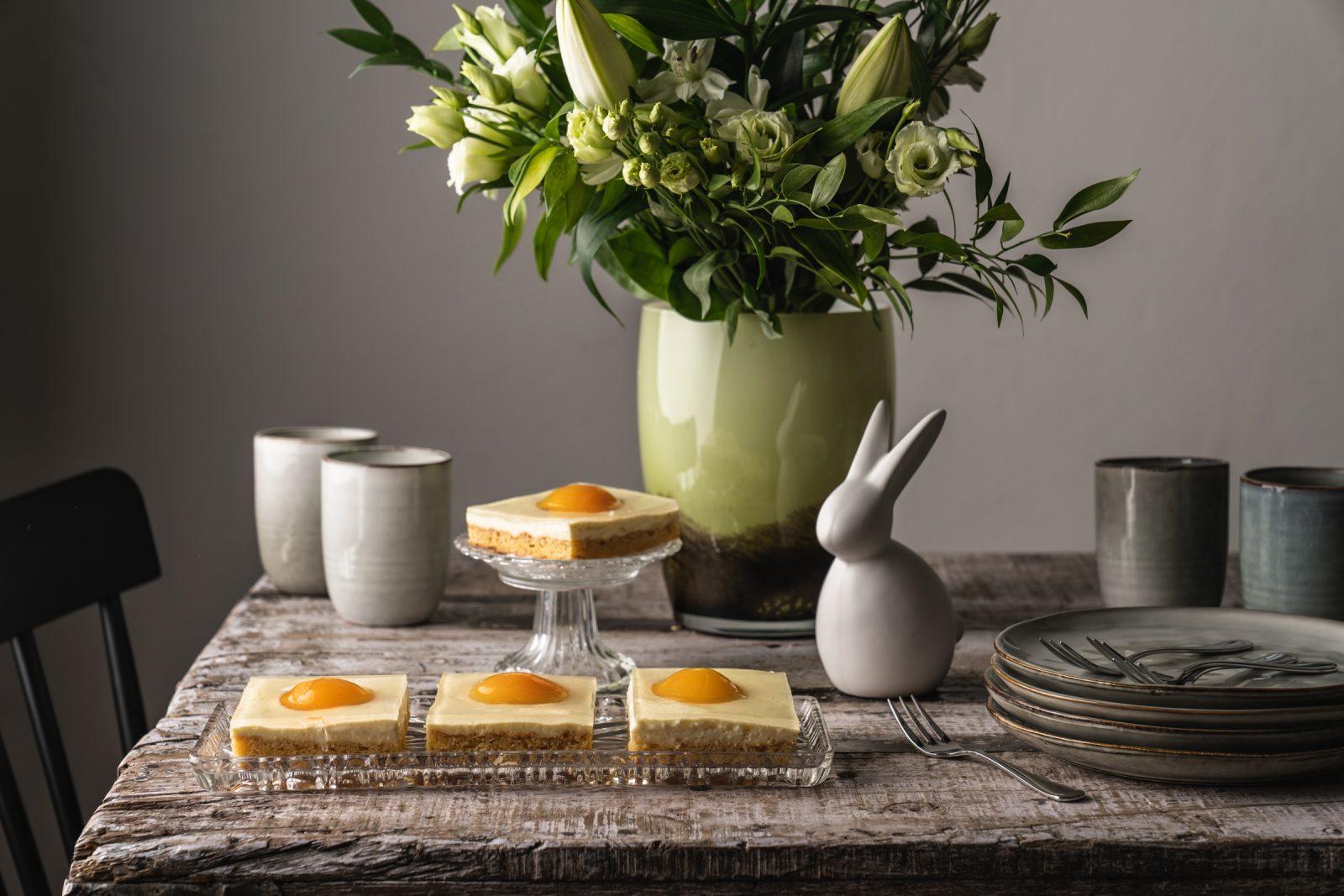 Rezept für den Osterklassiker vom Blech - Spiegeikuchen ist super einfach und schnell gebacken. Der Hingucker auf der Kuchentafel, garantiert!