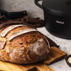 Rezept für ein einfaches Topfbrot. Mit gerösteten Zwiebeln & Speck bekommt es richtig viel Geschmack und ist zudem noch super easy zubereitet.