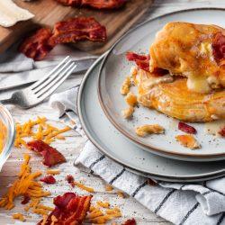 Kaesepfannkuchen Tefal 23 | Heute steht bei uns gönnen auf dem Programm! Wir schlagen mittlerweile definitiv seltener über die Stränge und umso mehr lieben wir die Momente, an denen es bei uns Torte, Käse, Pasta, Pizza & Co. ganz ohne Reue gibt. In genau diese Kategorie fällt auch unser heutiges Rezept und alleine beim Namen läuft uns das Wasser im Mund zusammen - Käse-Pfannkuchen... geil, oder? Wir zeigen euch wie fix ihr diesen Leckerbissen zaubert und die richtige Pfanne nicht unbedeutend ist...