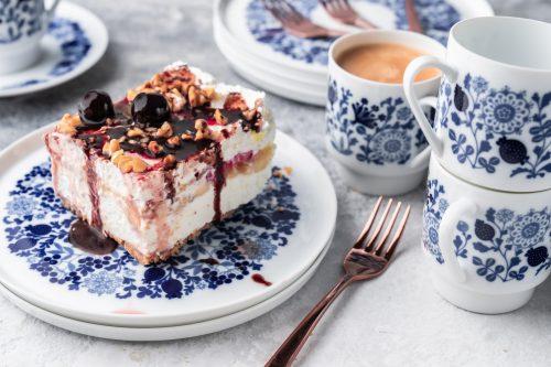 Rezept für No Bake Banana Split Dessert | Unser Sommer-Dessert Nr. 1. Vom amerikanischen Original inspiriert. Fruchtig, Schokolade und cremig.
