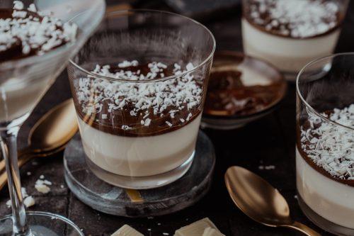 Rezept für Barraquito Panna Cotta. Schokolade, Espresso, Licor 43! Inspiriert durch den berühmten kanarischen Cocktail. Wer kann da schon Nein sagen?!